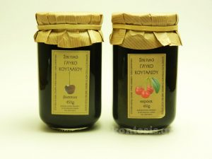 Παραδοσιακά γλυκά του κουταλιού βύσσινο και κεράσι