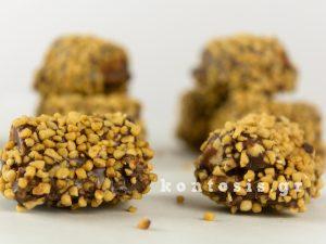 νηστίσιμο σοκολατένιο σνακ με γέμιση φυστικοβούτυρο