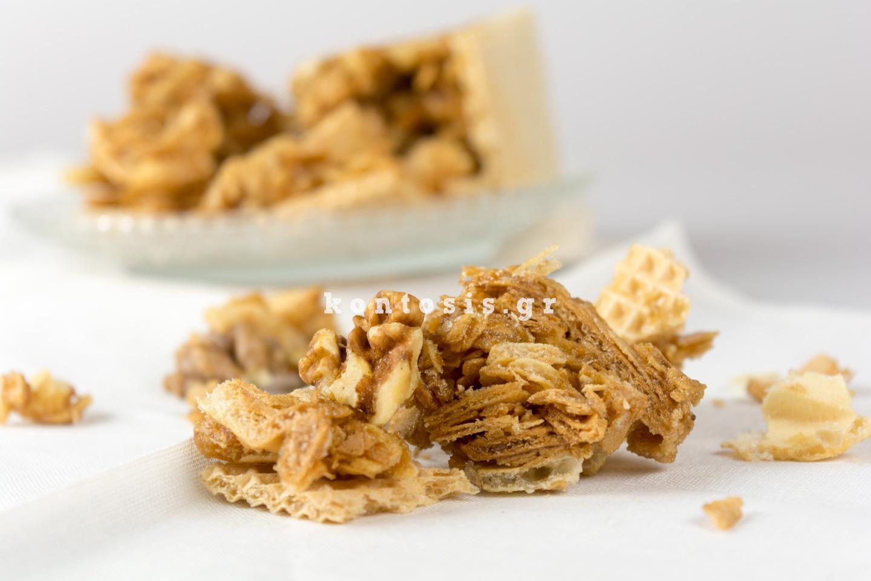 Paradosiako melokarido-karidi-meli-gkofreta